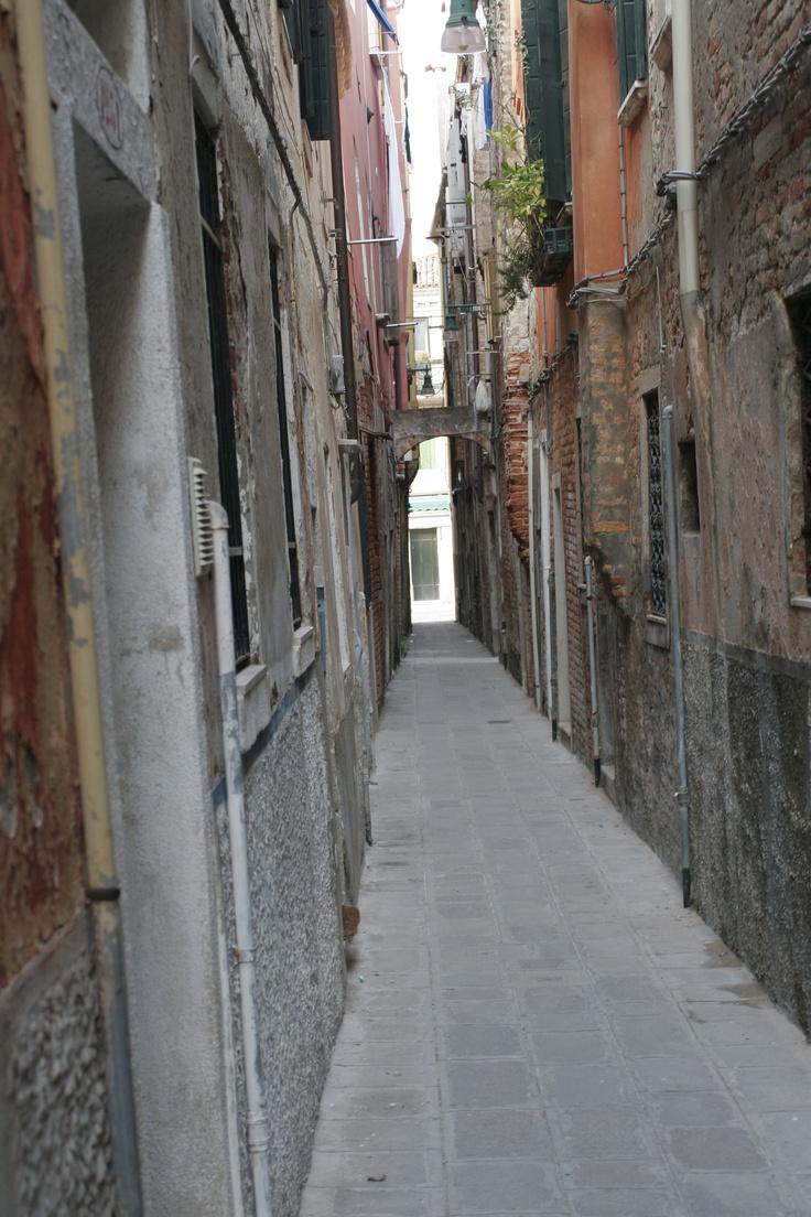 Narrow spaces - Venice, Italy