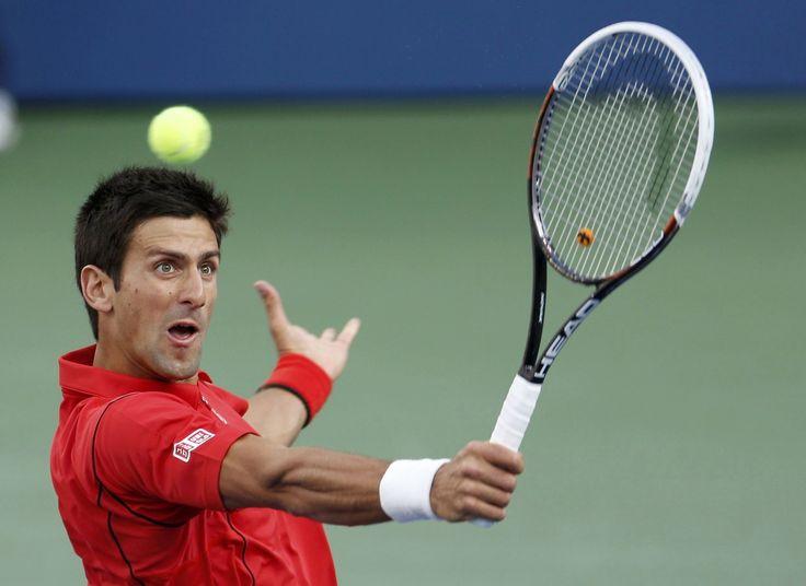 El tenista serbioNovak Djokovicdevuelve una bola al español Rafael Nadal hoy, lunes 9 de septiembre de 2013, durante la final masculina del Abierto de Tenis de Estados Unidos que se disputa en el Centro Nacional de Tenis en Flushing Meadows, Nueva York (EE.UU.). REUTERS