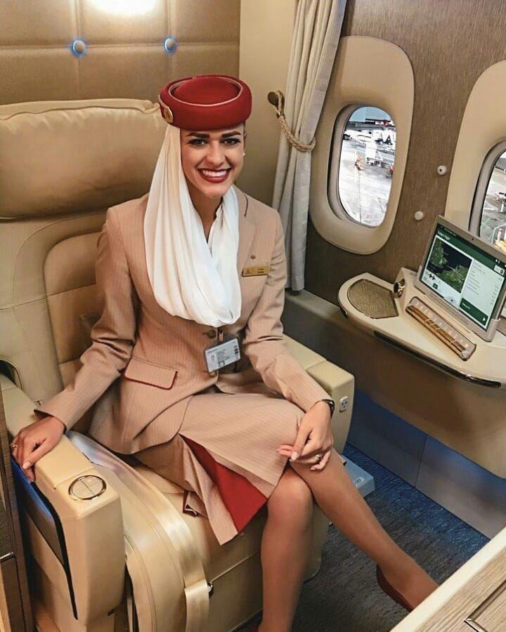 Stewardess Emirates Emiratescabincrew Emiratesairlines Emiratescrew Cabincrew Crew C Emirates Airline Cabin Crew Emirates Cabin Crew Airline Cabin Crew