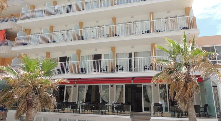 Hotel Playa Grande Playa de Palma Hotel situated in a pedestrian street that gives access to Playa de Palma beach, only 20 metres away. Excellent connection by bus with the capital Palma. The hotel is 4 km from the airport.
