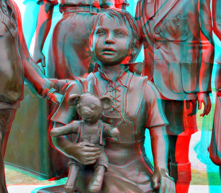 https://flic.kr/p/pyAtEH | Monument Channel Crossing to Life 3D | Hoek van Holland anaglyph stereo red/cyan Bronze sculpture by frank Meisler and Arie Ovadia David Segal