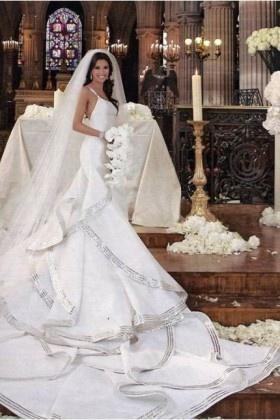 Eva's iconic gown. A custom design by Angel Sanchez