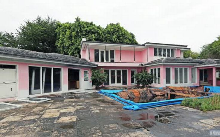 Video: Colombian drug lord Pablo Escobar's old house in Miami Beach to be demolished (1140×712)
