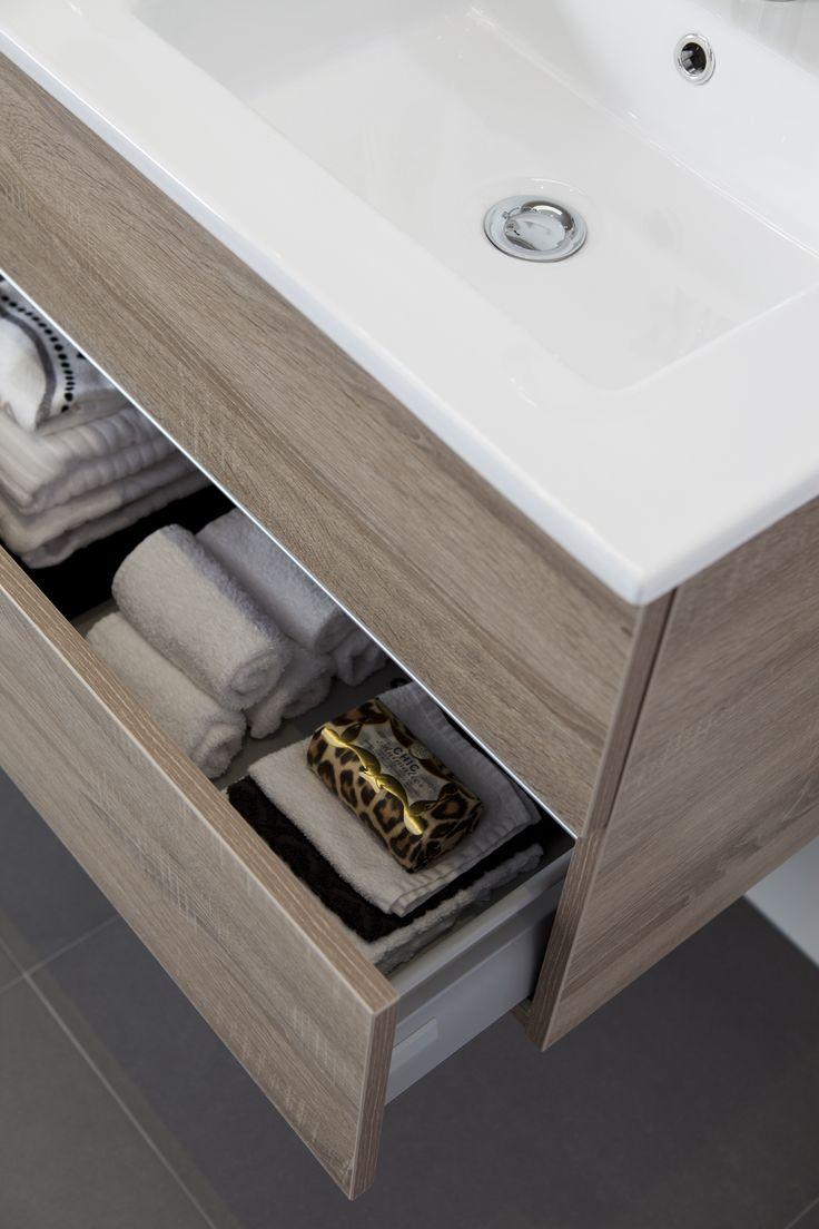 Mooie kleur hout, mooie wastafel. Dit prachtige wastafelmeubel uit het Baderie huismerk assortiment heeft 2 grote lades voor extra opbergruimte in uw badkamer.