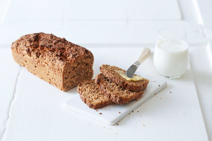 Oppskrift på mettende og godt brød med hvete og rug, hvetekli, linfrø og solsikkekjerner. Med Skumma Kulturmjølk lover vi at dette brødet blir enda saftigere enn vanlige grovbrød.