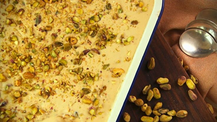 Sorvete caseiro de doce de leite com pistache - Receitas - GNT