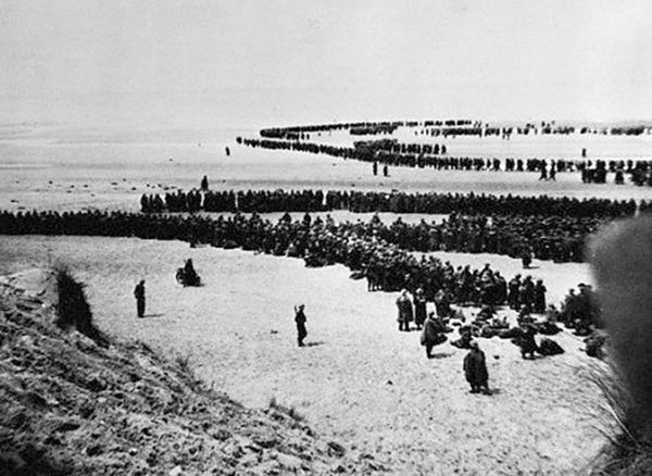 04 Jun 40: Day 9 of 9 of Britain's Operation DYNAMO, the evacuation of Dunkirk. 622 troops are evacuated from the beaches to England and another 25,553 from the harbor for a total of 26,175 for the day - and a grand total of 338,226 since the operation began on May 27. German troops enter Dunkirk, taking 40,000 French prisoners who had remained behind to protect the evacuation. #WWII