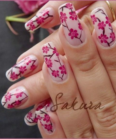 The blooming flowers nail art