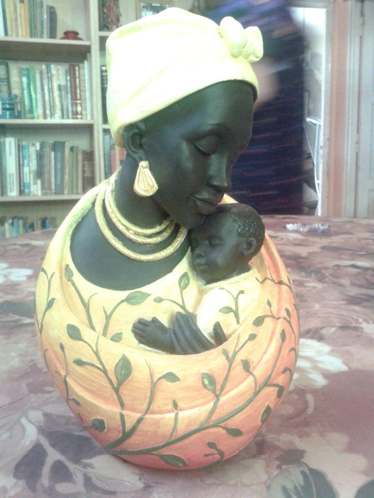 la maternidad, pieza de yeso pintad a mano con acrilicos