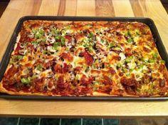 Ez a házilag elkészíthető pizza ezerszer finomabb, mint az éttermi vagy a bolti, pedig még gyúrni sem kell a tésztáját! Elárulom most ezt a szuper és egyszerű receptet!