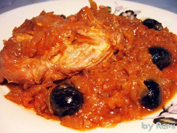 Reteta culinara Mâncare rece de iepure cu măsline din categoria Mancaruri cu carne. Cum sa faci Mâncare rece de iepure cu măsline