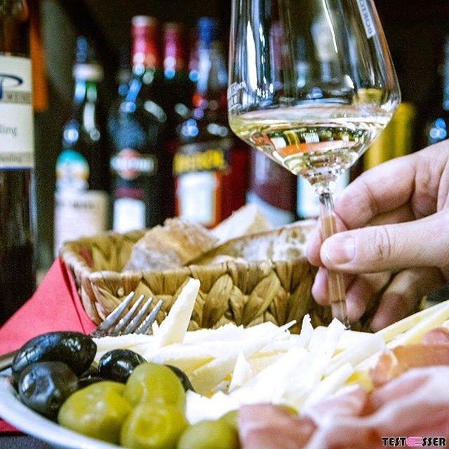 Schon gehört? In den Schlachthofhallen am Großmarkt gibts nicht nur was fürs Auge sondern auch alles Feine aus Italien für den verwöhnten Gaumen. Das solltet ihr euch nicht entgehen lassen! Den Bericht über das Frischeparadies Thomüller gibt's heute im Blog! #thomüller #italien #samstag #brunch #foodgasm #foodpic #instafood #foodies #foodie #foodshot #foodstagram #instafood #photooftheday #picoftheday #testesser #graz #steiermark #austria #igersgraz #grazblogger #blogger_at #instagraz…