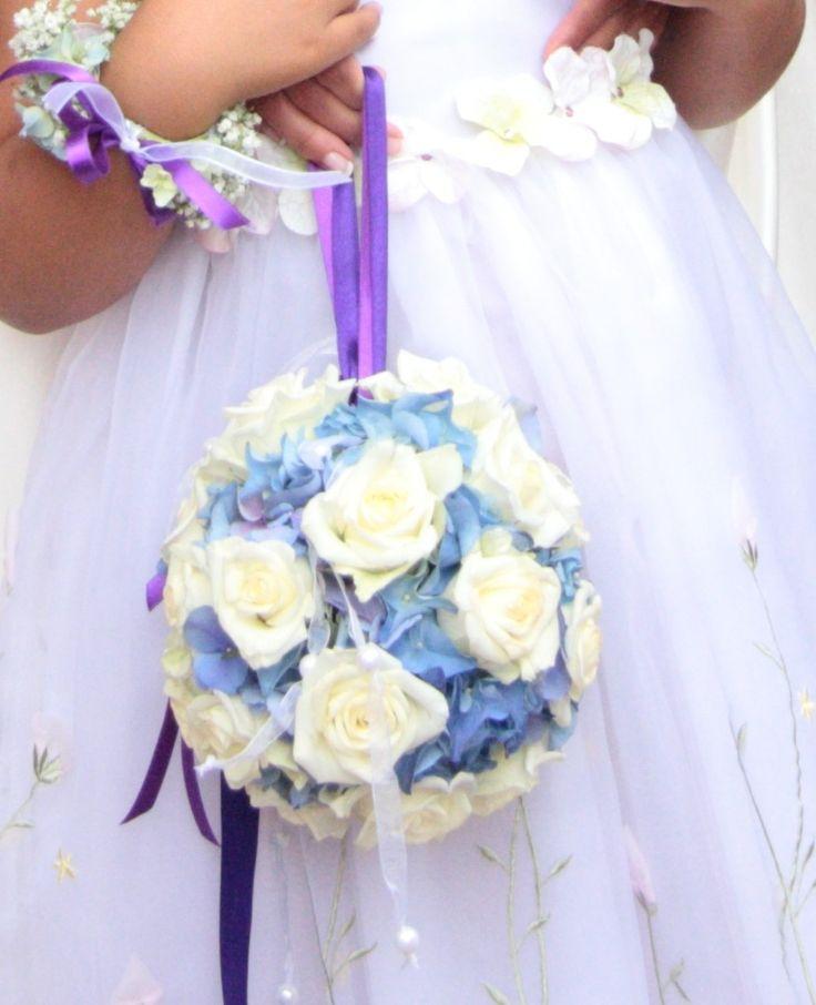 spherical bouquet #hydrangea and roses bouquet