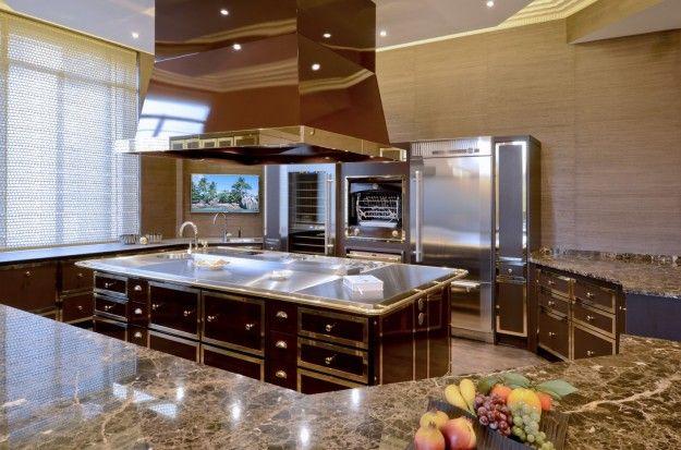 La cucina di una casa di lusso  Arredamento dinterni . Interior design ...