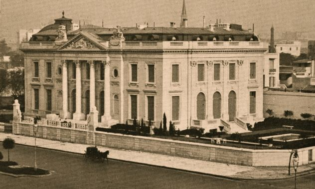 Errazuriz-Alvear Palace in Buenos Aires, on May 2, 1914. Since 1940 is the National Museum of Decorative Arts, was built by the French architect René Sergent the same of the Musée Nissim de Camando, near Parc Monceau in Paris.