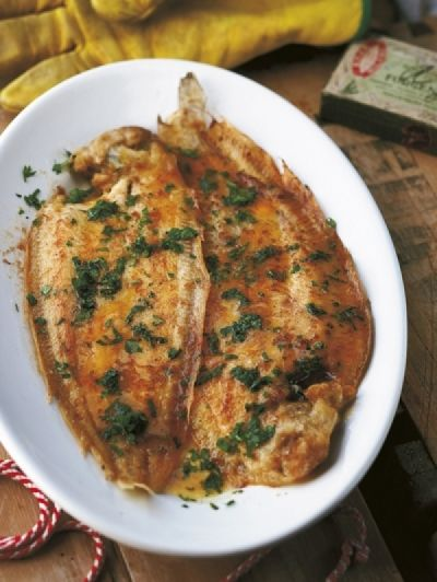 Recept Gebakken tong met citroen-knoflookboter | ELLE Eten