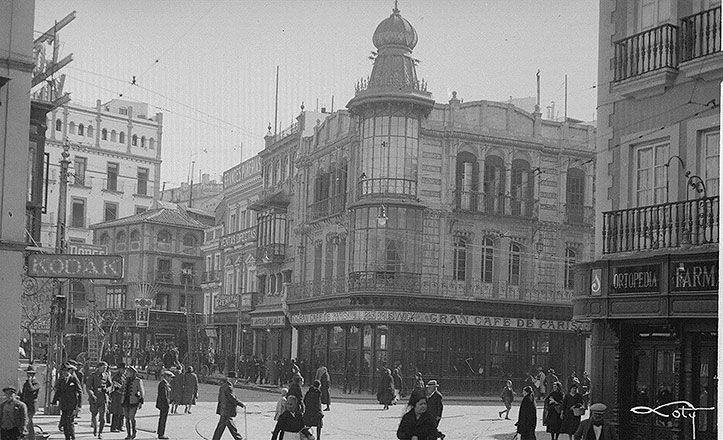 Imagen antigua de la plaza de la Campana, en pleno centro de #Sevilla. HM
