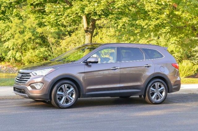 2015 Hyundai Santa Fe LTD AWD Best Compact SUV / Beautiful SUV that is a step of from a car, sport design and impressive interior.