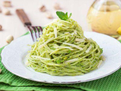 Receta de Espaguetti Verde | Esta pasta obtiene su lindo color gracias al chile Poblano, es una pasta muy rica y muy sencilla. La recomiendo mucho.