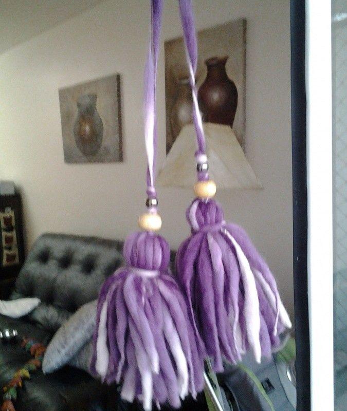 borla morada, lila y blanco, hecha a mano con lana artesanal de oveja, cascabel…
