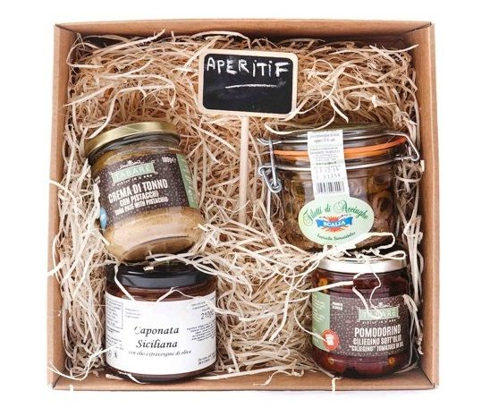 Aperitif box  At sunset live the Sicilian gourmet with our typical food and drink!  #aperitif #apéritif #sicily #food #siciliancuisine #sicilianfood #sicilianproducts #exquisiteness #gourmet #cream #fish #condiment #sauces #patè #gift #giftfood #giftbox #box
