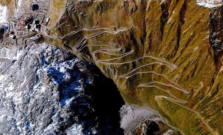 Перевал Стельвио — самая высокая асфальтированная дорога в восточных Альпах, проходящая на высоте 2757 метра над уровнем моря.