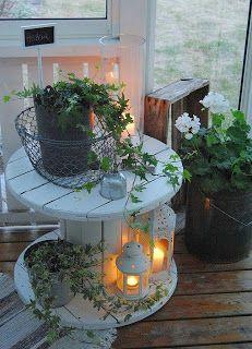 Bobina convertida en mesita de jardín.