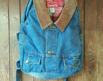 Articoli simili a denim zaino upcycled blu jeans con coulisse borsa vintage boho hipster denim borsa a secchiello 80s 90s cinched top zaino riciclato repurposed su Etsy