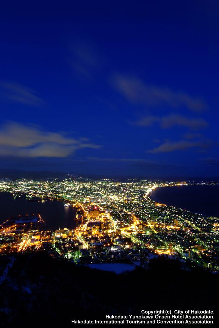 函館山から見る夜景: Night scene from Mount Hakodate世界の三大夜景に選ばれた。There are three World Night
