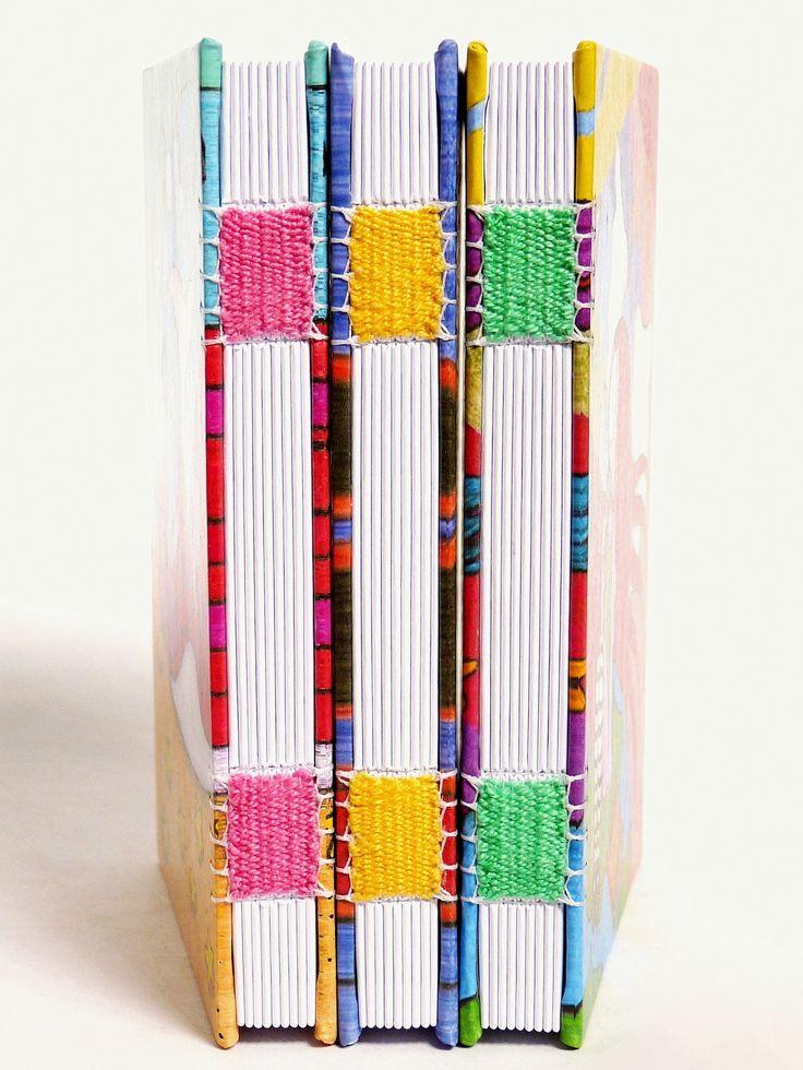 encadernação tecida para a serie de livros com capas do Andre Assis, no Canteiro de Alfaces.