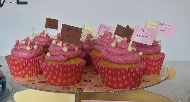 Me and my delicious me: Vanilkové cupcakes s malinovým mascarpone krémem