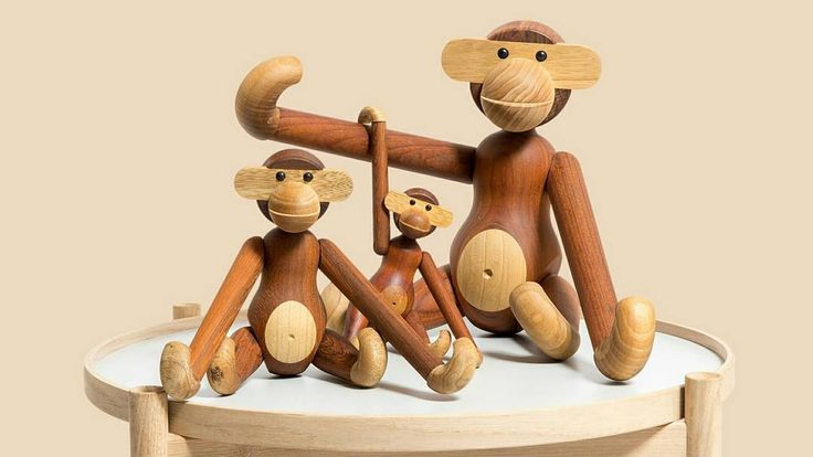 This happy family wish everyone a great weekend!  #brdrkruger #kaybojesen #wood #monkey #træabe #rosendahl #interiordesign #newturnontradition #woodturning #handmade #madeindenmark #hansbølling