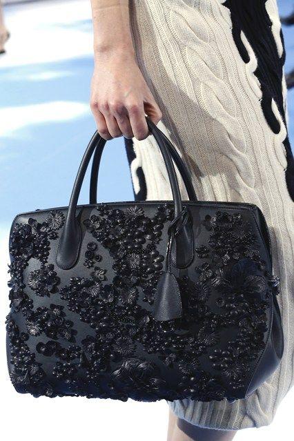 Bolsa Dior bordada em preto. Apenas maravilhosa!!!