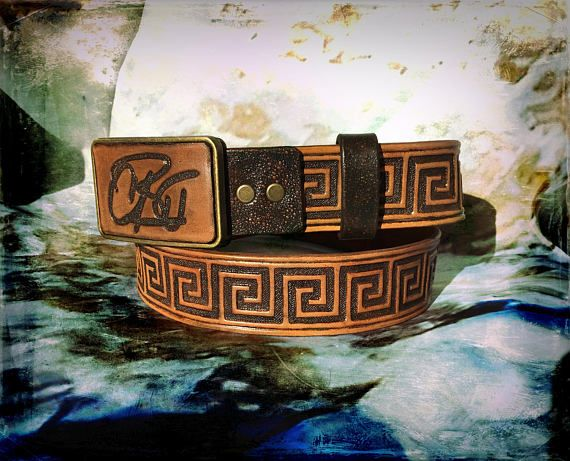 Hand tooled leather belt with Greek ornament & monogrammed belt buckle - Custom made hand carved leather belt - Exclusive gift for ages - 222.22€ #leather #crafts #leathergoods #belt #handtooled #handtooledleather #leathercraft #handmade #giftforher #gemsplusleather #gemsforall #giftforhim #fashion #greek #leatherbelt