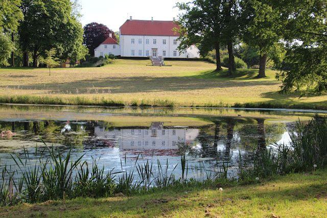 Palsgård Slot og Gods i Hosby 4 km nord for  Juelsminde.