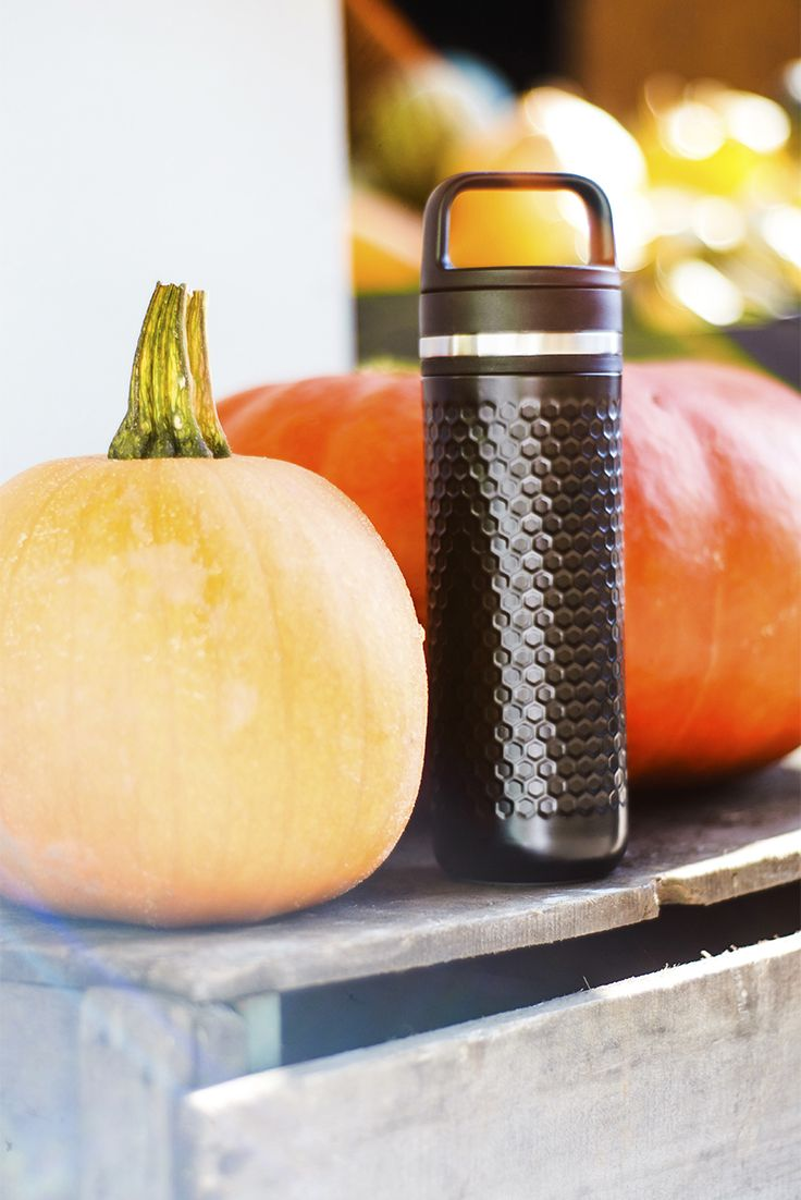 Fall—lovingly known as the season of pumpkins—brings us endless pumpkin recipes, pumpkin-scented candles and pumpkin-coloured clothing. Leakproof and double-wall insulated,this black Carry Travel Mug will help you stand out against the sea of orange while keeping your (Pumpkin Chai) tea hot for hours!