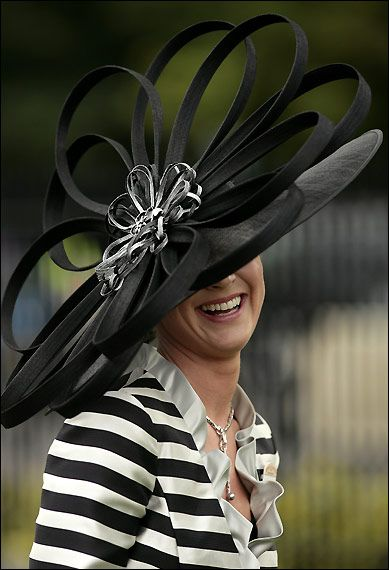 ready for a day at Ascot! * I usually don't like the real BIG hats, but this one is awesome.