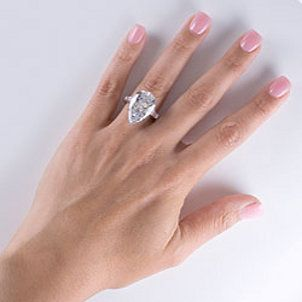Biggest Diamond Ring | 10-carat diamond ring with pear-shape diamond