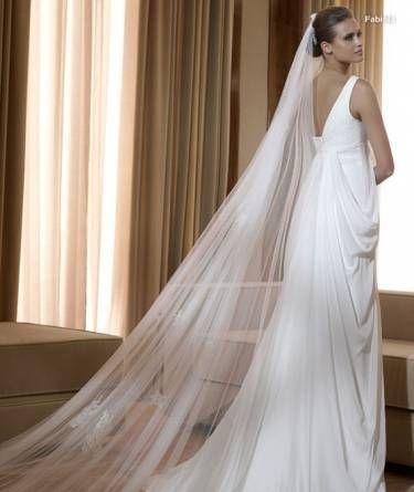Платье с длиной фатой из тюля в греческом стиле