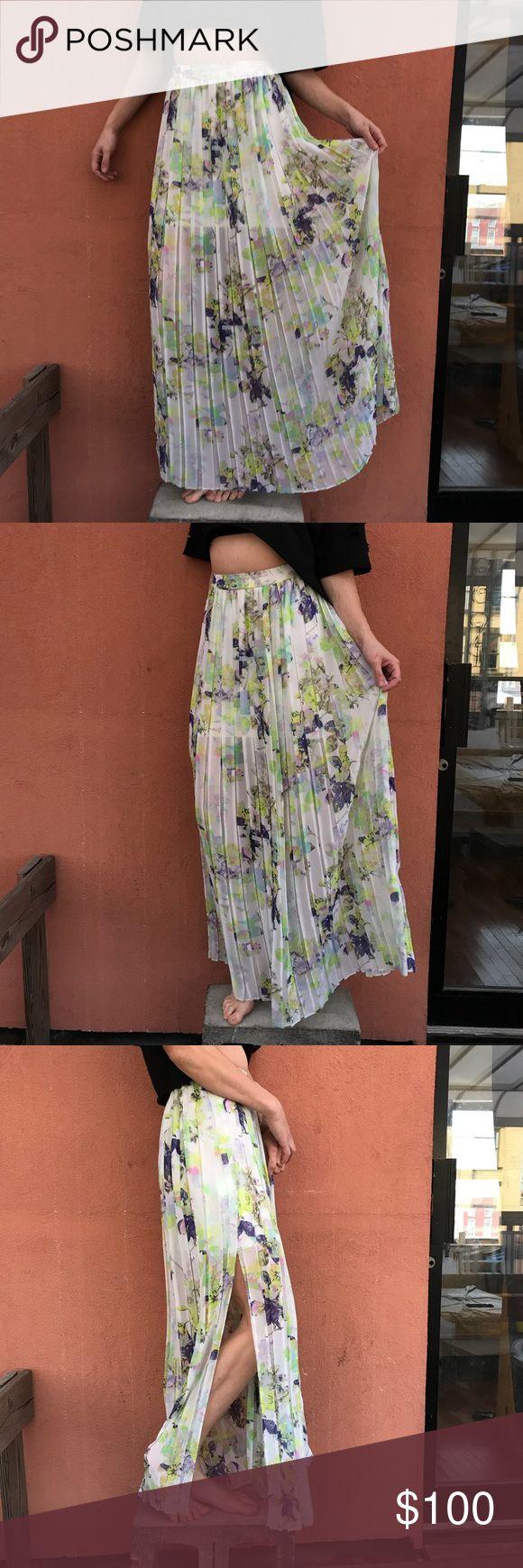 BGBGeneration pleated floral maxi skirt. Size XS BGBGeneration pleated floral maxi skirt. Size XS. Worn twice  #bcbgeneration #bcbg #fall #fallfashion #fallstyle #fashion #style #depop #skirt #maxi #pleated #floral #white #green BCBGeneration Skirts Maxi