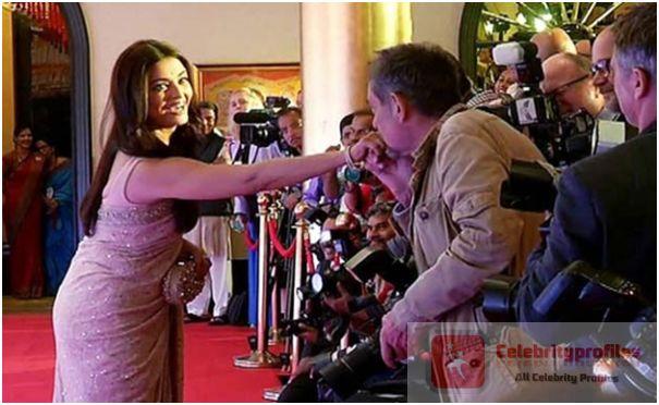Photographer Kisses Aishwarya Rai In Public
