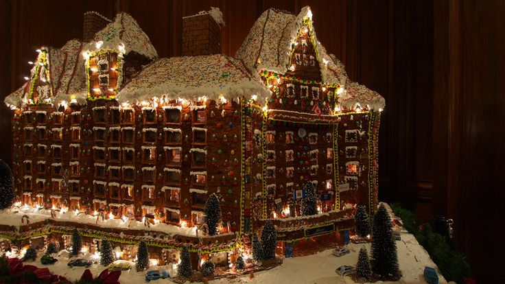 Edmonton Hotel MacDonald Gingerbread House Replica