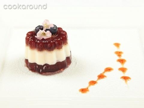 Panna cotta con gelatina di mirtilli