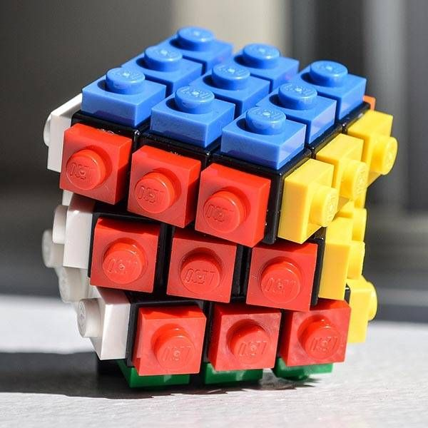 Rubrick Cube is a Fully Functional LEGO Rubik's Cube www.superdecade.blogspot.com