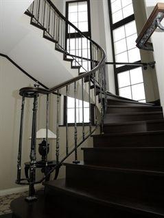 Лестница из массива, тонировка орех