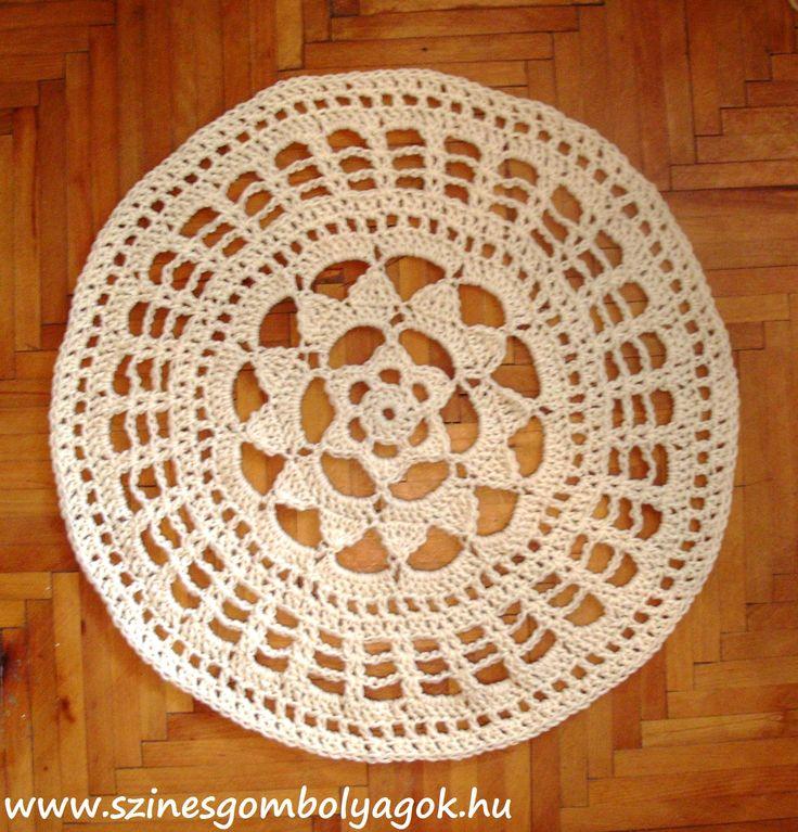 Gyorsan elkészíthető kör alakú horgolt szőnyeg   Színes Gombolyagok