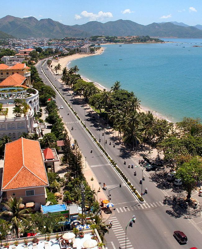 Nha Trang Bay on Vietnam's South Central Coast has been named in the top 30 most beautiful bays in the world for its seven kilometre-long continuous stretch of pristine beach that attracts thousands of visitors each year.