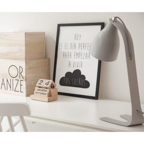Droop, una bonita lámpara en color gris, perfecta para tu cuarto de estudio o como lamparita de noche.