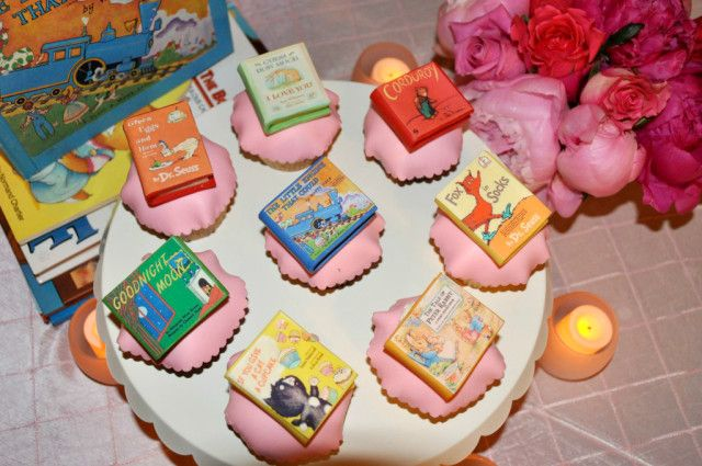 #BabyShower Idea: Book-Themed - have everyone bring a book, but bring books into the decor, too!: Books Shower Birthday, Minis Books, Babyshower Ideas, Baby Shower Ideas, Storybook Shower, Storybook Baby Shower, Books Cupcakes, Baby Shower So, Books Them Baby