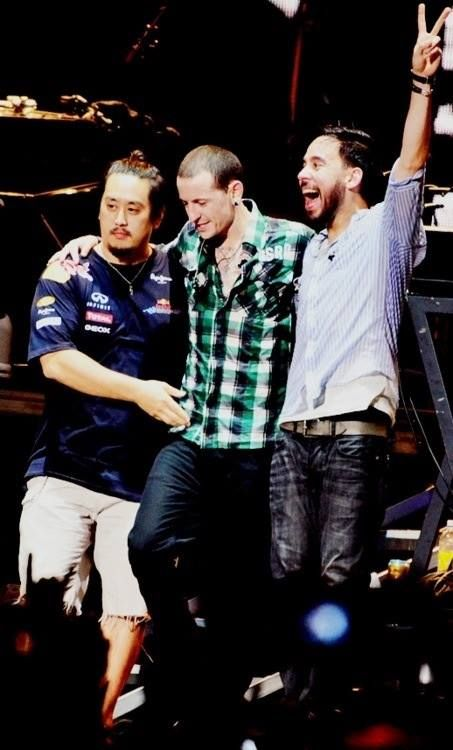 joe hahn chester bennington and mike shinoda of linkin park . love how excited mike is here